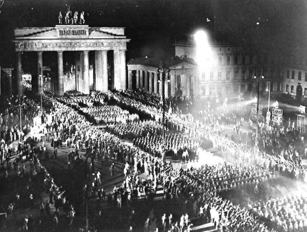 a16090359f5e2e78aa375fe3ed347212--the-third-reich-nazi-party